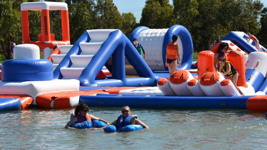 250 People Giant Inflatable Wipeout Course With TUV Certificate