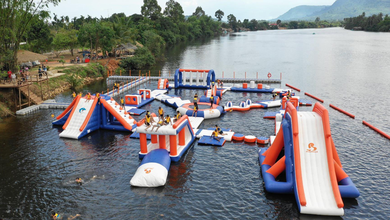 Cambodia 100 People Inflatable Splash Park